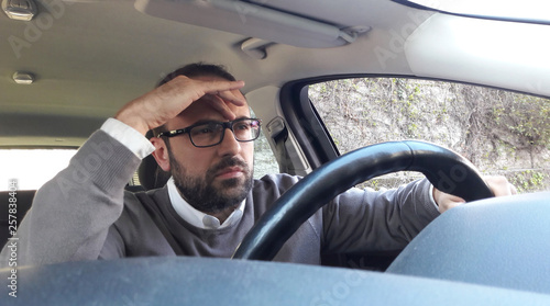 Fotomural guidare con il mal di testa - stress