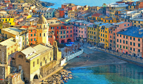 Vernazza village with typical colorful multicolored buildings houses, Castello D Fototapet