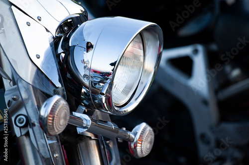 Pinturas sobre lienzo  Chromed motorcycle headlights close up