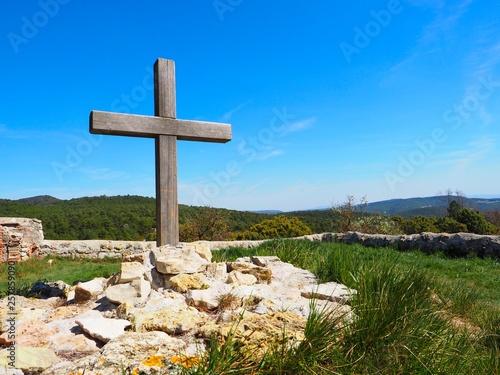 Fotografie, Obraz  Cruz en el cementerio de la iglesia de Montagut