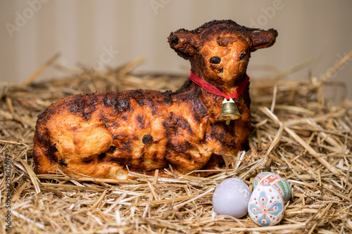 Fotografia, Obraz Easter lamb and rabbity sprinkled with powdered sugar
