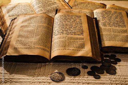 Fototapeta Holy old jewish books obraz
