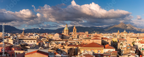 Cuadros en Lienzo Palermo at sunset, Sicily, Italy