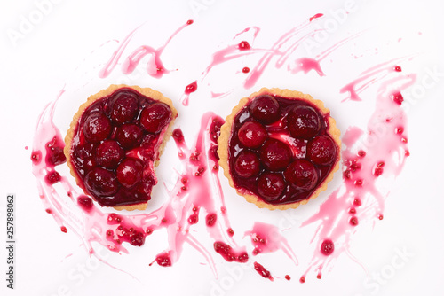 Foto op Canvas In het ijs Fresh Homemade Tartlets Tart with Berries on White Background Tasty Tarts Decorated with Red Berries Flat Lay Top View Horizontal
