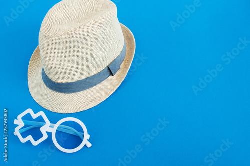 Fototapeta shells, hat, action camera obraz na płótnie