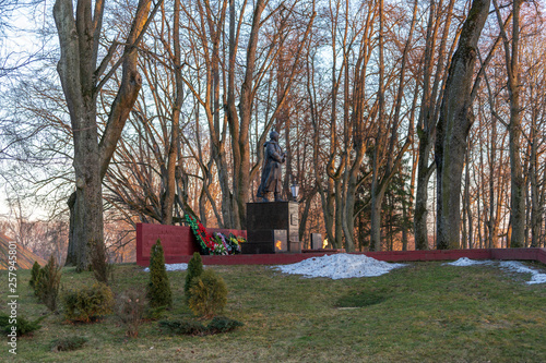 Fotografia  Eternal Flame in Niasvizh at the Tomb of the Unknown Soldier in the Niasvizh tow