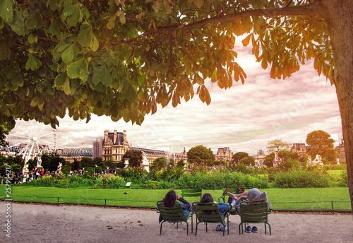 Obraz na plátně Garden of Tuileries (Jardin des Tuileries) outside the Louvre in Paris, France