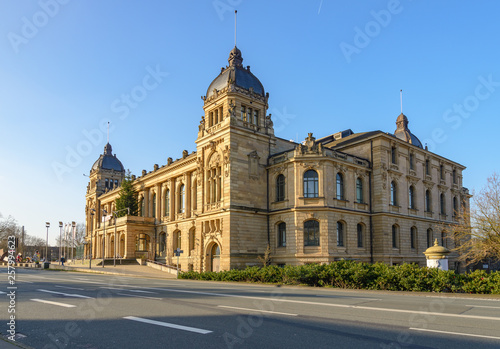 Foto  Outdoor sunny street view without car of  Historische Stadthalle Wuppertal, one of beautiful concert hall