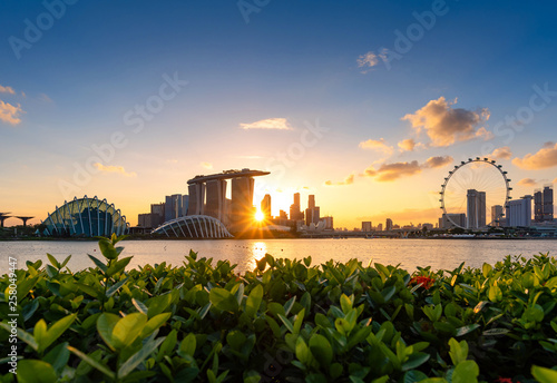 Photo  Urban downtown business buildings area at sunset in Singapore