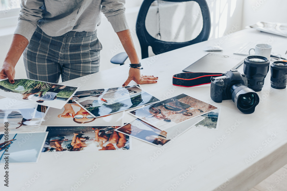 Fototapety, obrazy: Selecting best pictures from the photoshoot