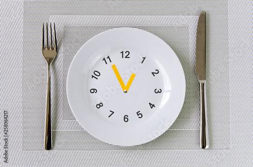 Fényképezés  Essen, Uhr, Teller, Ernährung, Intervallessen