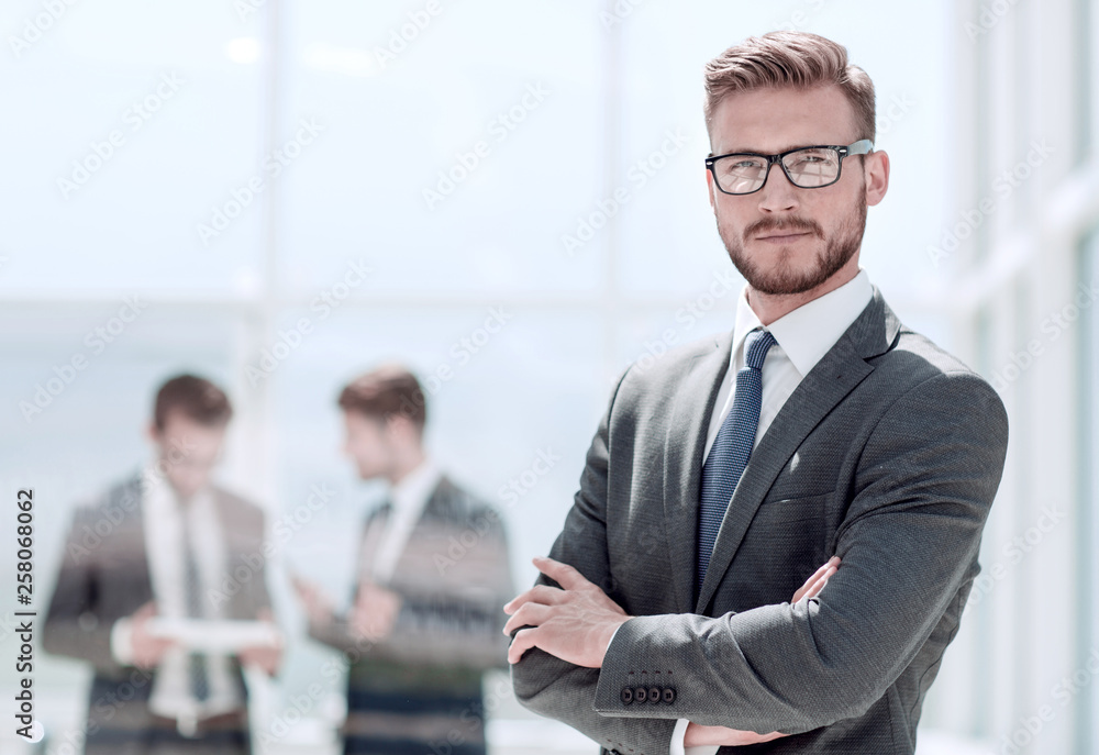 Fototapeta smiling businessman on blurred office background