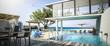 canvas print picture - Urlaub am Strand-Hotel – Poollandschaft mit Meer im Hintergrund