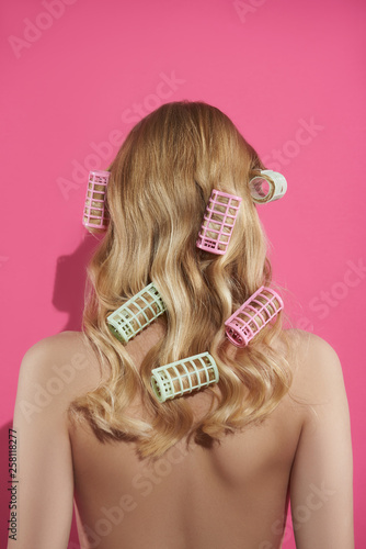 Fotografía  Graceful blonde lady with rollers in hair