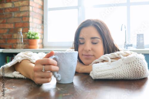 Fotografia  Woman at kitchen