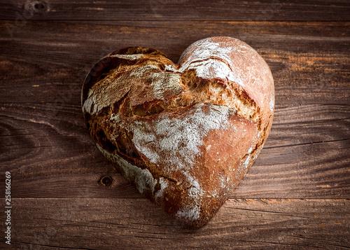 Brot in Herzform Fotobehang