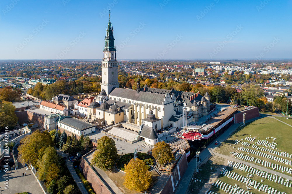 Fototapety, obrazy: Poland, Częstochowa. Jasna Góra fortified monastery and church on the hill. Famous historic place and Polish Catholic pilgrimage site with Black Madonna miraculous icon. Aerial view in fall