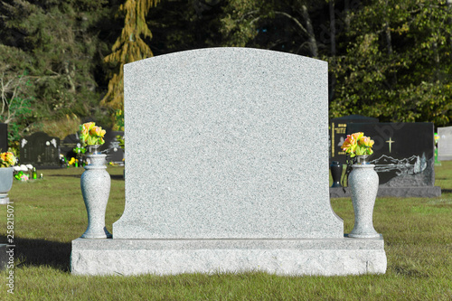 Photo Blank tombstone in cemetery