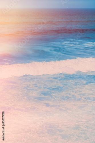 marzycielskie-wybrzeze-oceanu-w-lecie