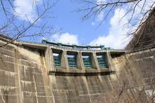 大倉ダムの水門(宮城県)