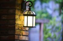 Vintage Lantern Wall Brick Dec...