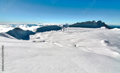 Fotografie, Obraz Large snowfield in the crater of Mt. Ruapehu in New Zealand.