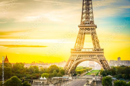 Montage in der Fensternische Gelb Schwefelsäure eiffel tour and from Trocadero, Paris