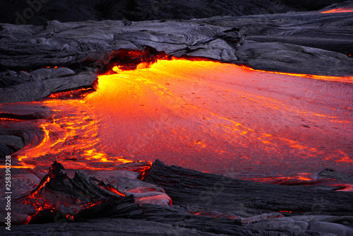 Poster Volcano Flowing lava in Hawaii