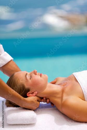 Neck massage by the sea Fototapet