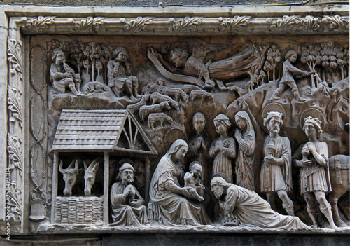 Valokuvatapetti adorazione dei Magi (particolare); altorilievo in marmo di Elia e Giovanni Gagin