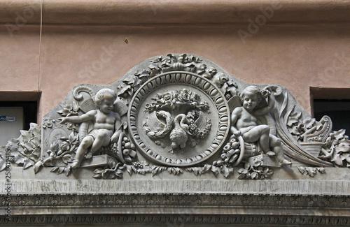 Valokuva stemma con putti e cornucopie; altorilievo, Genova