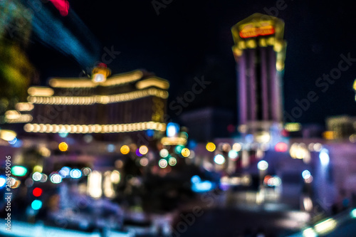 Photo sur Aluminium Las Vegas las vegas city streets and lights bokeh defocused effect