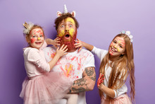 Funny Two Girls Paint Fathers ...
