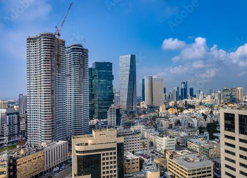 Fotografía  Aerial cityscape of  Sarona and Azrieli  skyscrapers in Tel Aviv, Israel