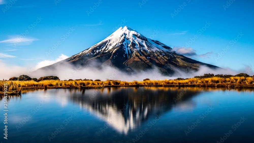 Fototapeta Mirror lake Mount Taranaki New Zealand