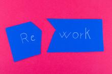 Re Work E Rework Su Cartoncino Blu Sfondo Rosso Di Cartoncino