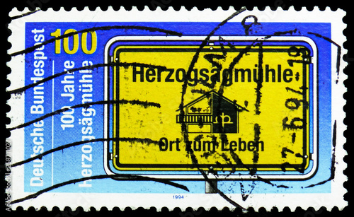 Fotografia  Village sign showing Society Emblem, Herzogsägmühle serie, circa 1994