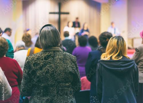 Christian congregation worship God together Fototapet