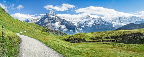 Wanderurlaub in den Schweizer Alpen bei Grindelwald - fototapety na wymiar