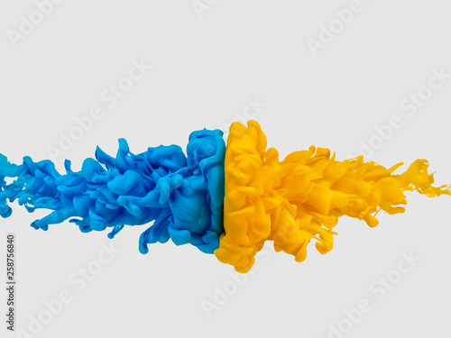 Foto  絵の具 互角の衝突 青対黄①