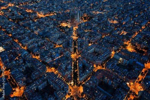 Foto auf Leinwand Barcelona Barcelona street night aerial View