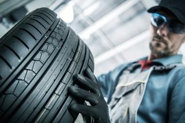 Fototapeta na wymiar Replacing Car Tires