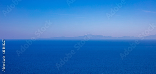 Foto auf Gartenposter Gebirge Greece. Aegean sea. Blue sky and calm sea water texture background