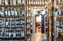 Sala De Archivo Con Estantes D...