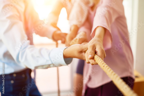 Obraz Coworkers pulling rope together - fototapety do salonu