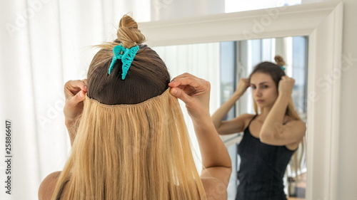 Fotomural Instant hair extensions on hairpins for volume and elongation