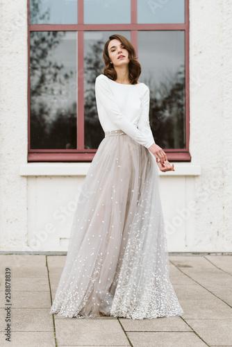 Obraz Model Hochzeitskleid weißes Kleid modern - fototapety do salonu