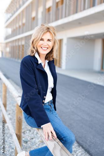 Photo Portrait einer attraktiven älteren Frau, best ager