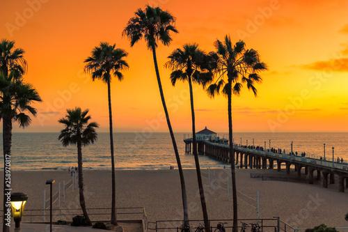 Foto auf Leinwand Rotglühen Sunset at California beach, Manhattan Beach, Los Angeles, USA.