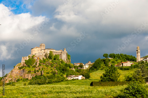 Foto op Plexiglas Lavendel Bardi castle, Italy